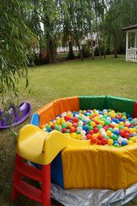 сухой бассейн с горкой для детей